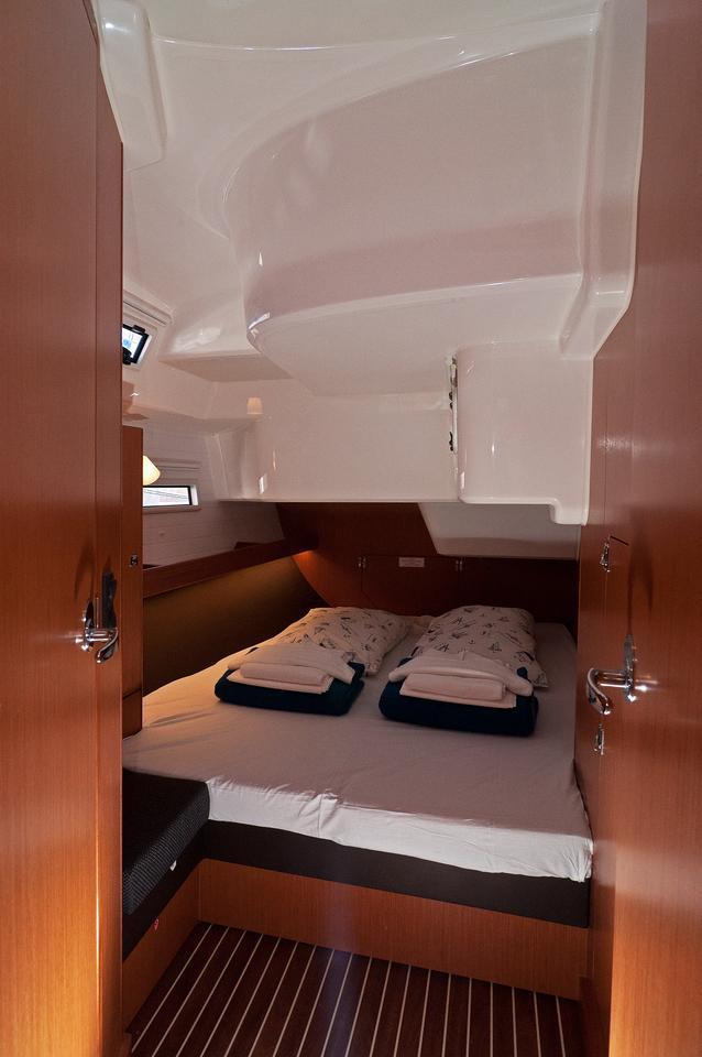https://ws.nausys.com/CBMS-external/rest/yacht/1070216/pictures/s.jpg