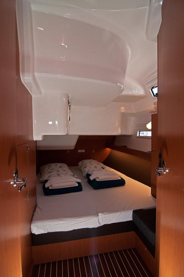 https://ws.nausys.com/CBMS-external/rest/yacht/1070216/pictures/s1.jpg