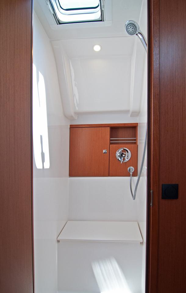 https://ws.nausys.com/CBMS-external/rest/yacht/1070216/pictures/w1.jpg