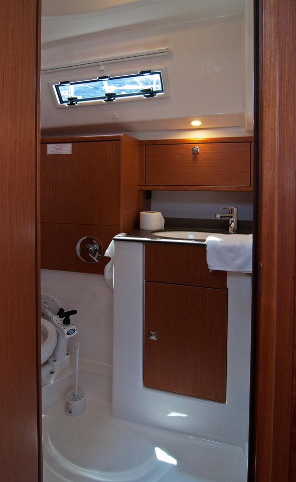 https://ws.nausys.com/CBMS-external/rest/yacht/1070216/pictures/w2.jpg