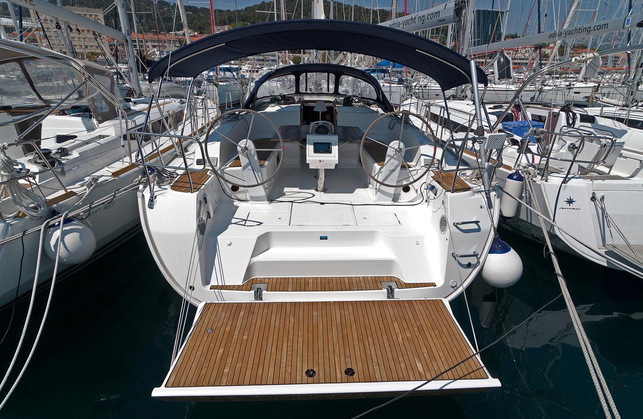 https://ws.nausys.com/CBMS-external/rest/yacht/1070218/pictures/n1.jpg