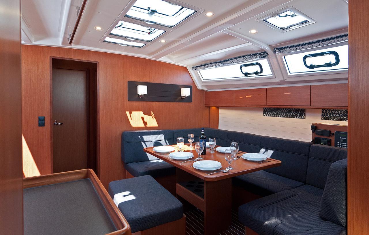 https://ws.nausys.com/CBMS-external/rest/yacht/1070218/pictures/p1.jpg