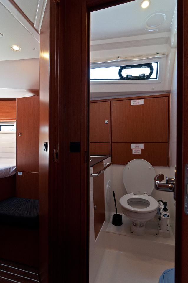 https://ws.nausys.com/CBMS-external/rest/yacht/1070218/pictures/w2.jpg