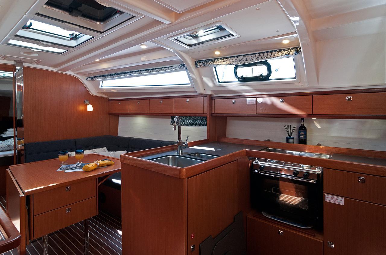 https://ws.nausys.com/CBMS-external/rest/yacht/1070219/pictures/p2.jpg