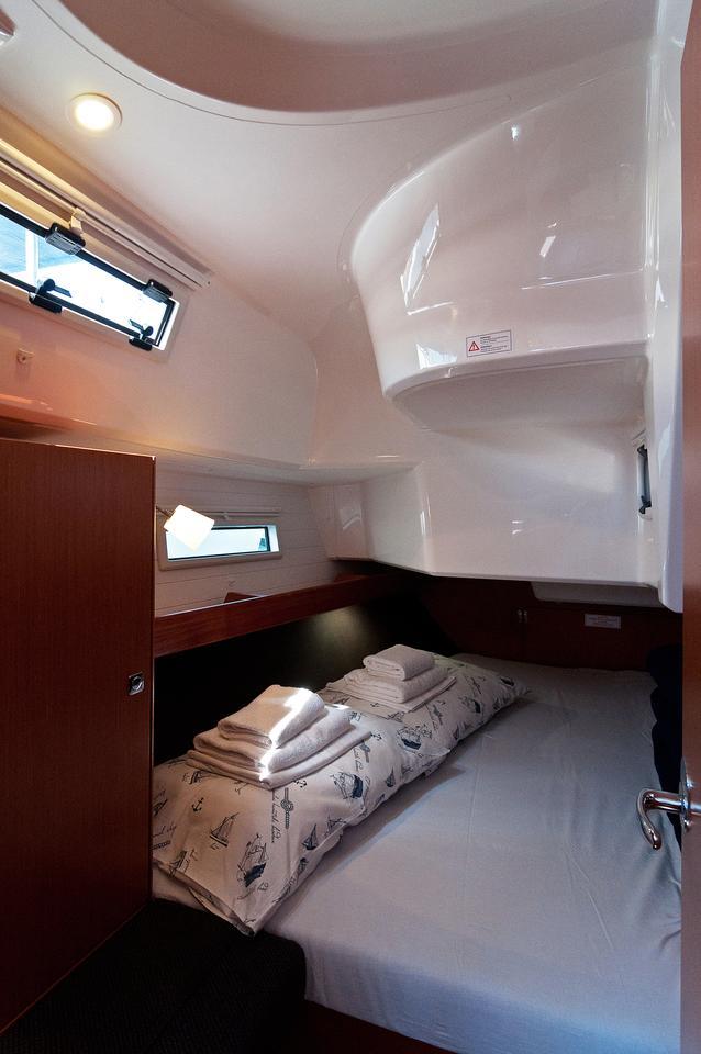 https://ws.nausys.com/CBMS-external/rest/yacht/1070219/pictures/s2.jpg