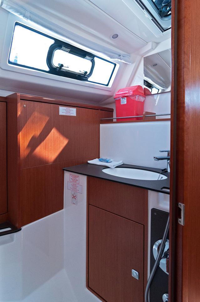 https://ws.nausys.com/CBMS-external/rest/yacht/1070219/pictures/w.jpg