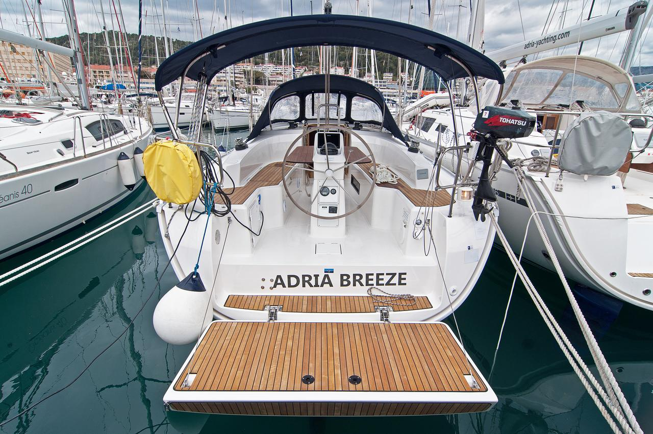 https://ws.nausys.com/CBMS-external/rest/yacht/1070220/pictures/n1.jpg
