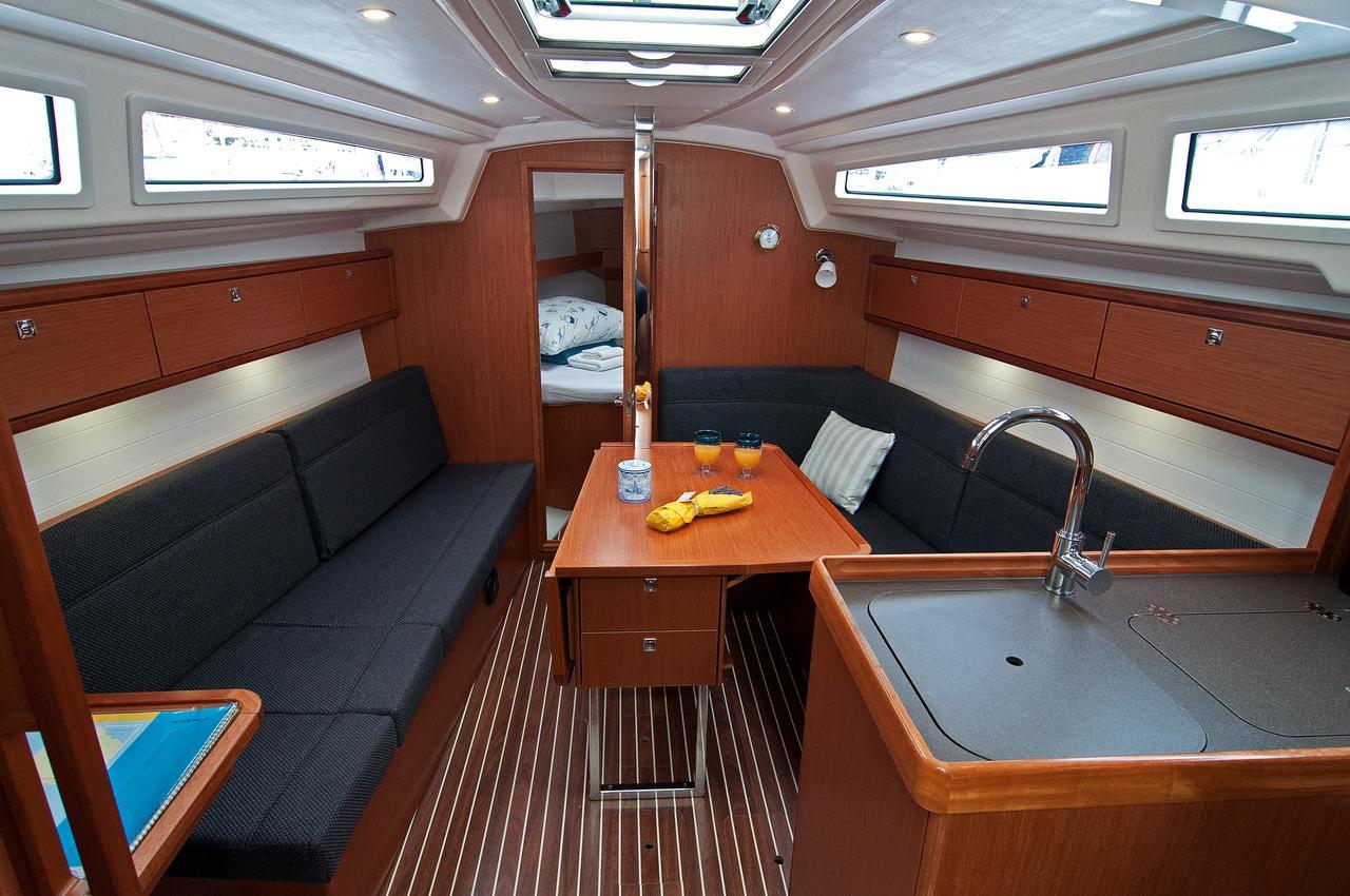 https://ws.nausys.com/CBMS-external/rest/yacht/1070220/pictures/p.jpg