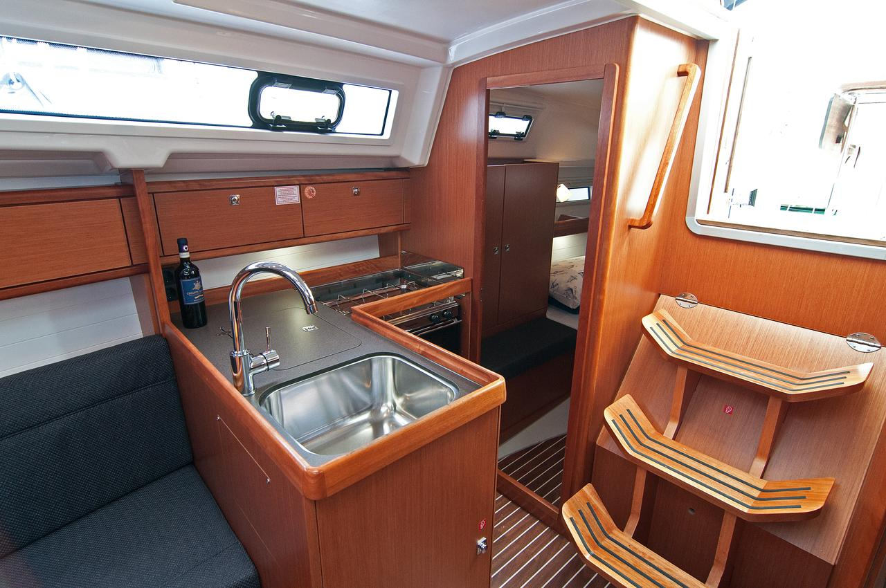 https://ws.nausys.com/rest/yacht/1070220/pictures/p1.jpg