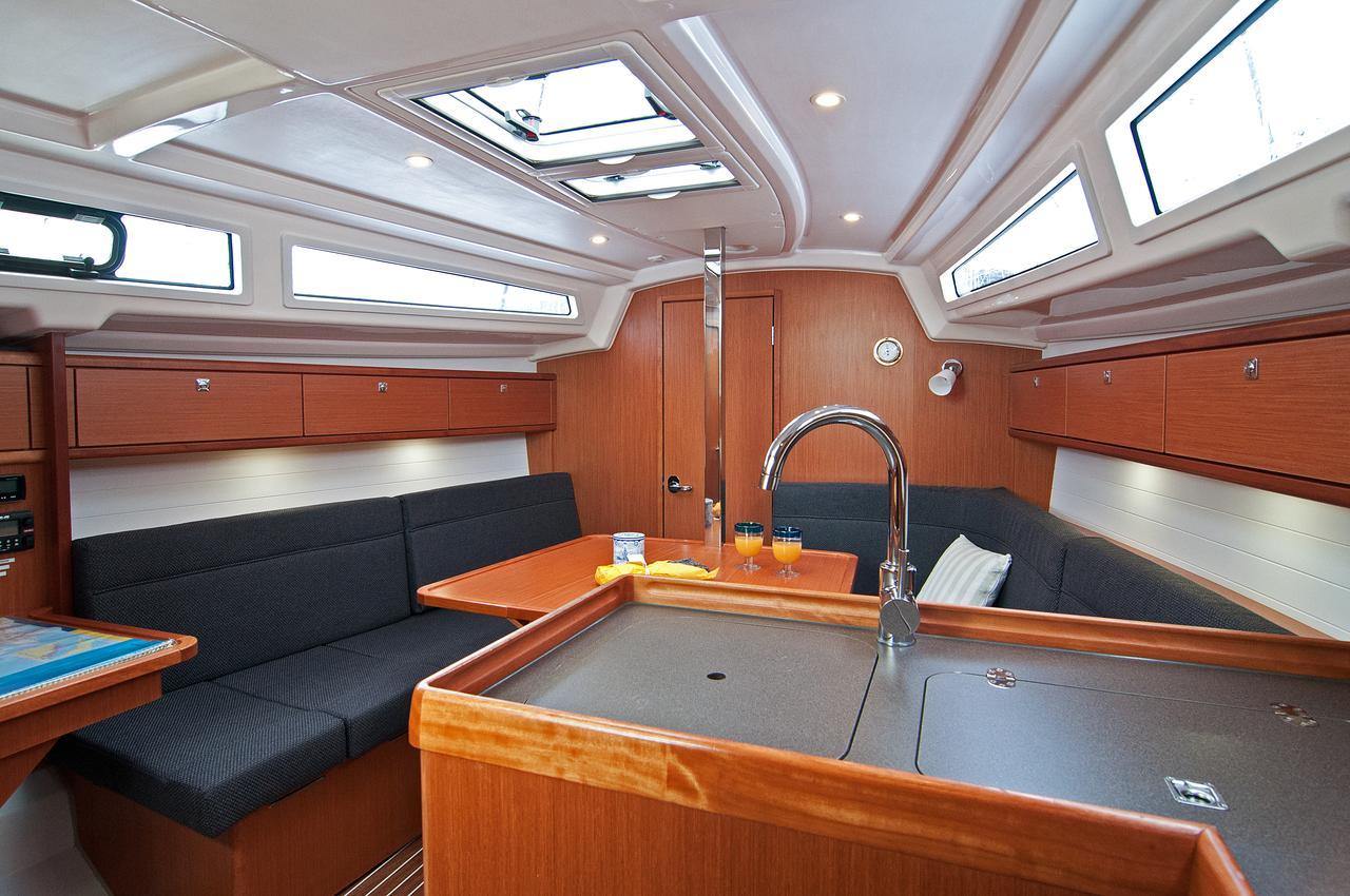 https://ws.nausys.com/rest/yacht/1070220/pictures/p2.jpg