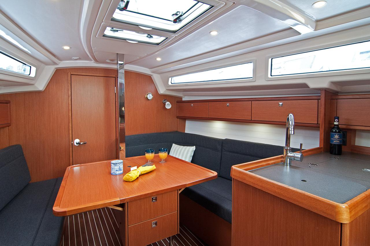 https://ws.nausys.com/CBMS-external/rest/yacht/1070220/pictures/p3.jpg
