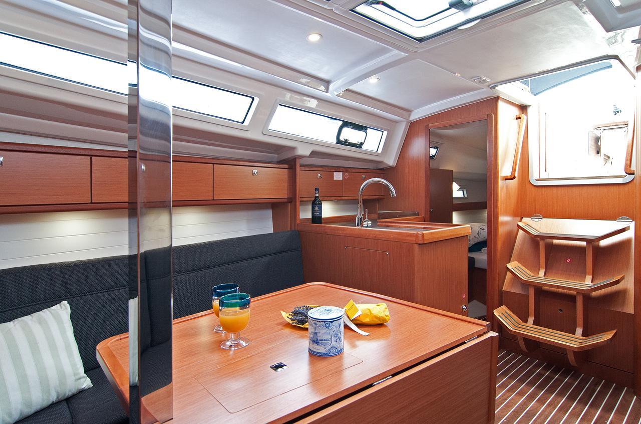 https://ws.nausys.com/CBMS-external/rest/yacht/1070220/pictures/p4.jpg