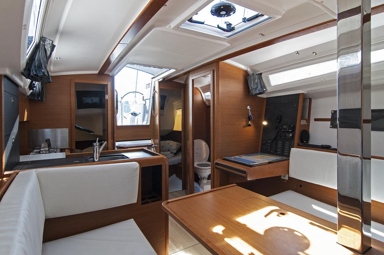 https://ws.nausys.com/rest/yacht/1072101/pictures/p3.jpg