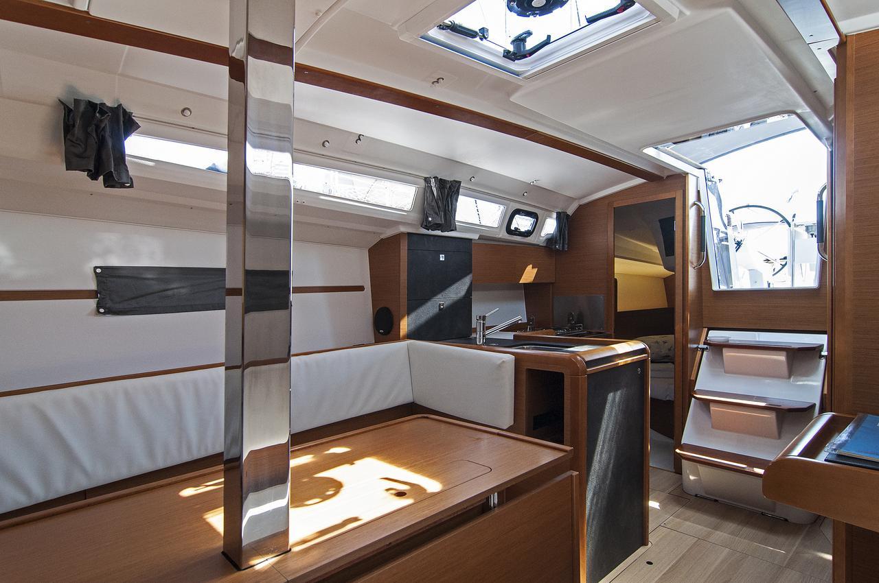https://ws.nausys.com/rest/yacht/1072101/pictures/p4.jpg
