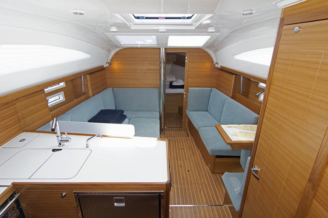 https://ws.nausys.com/CBMS-external/rest/yacht/11328394/pictures/p.jpg