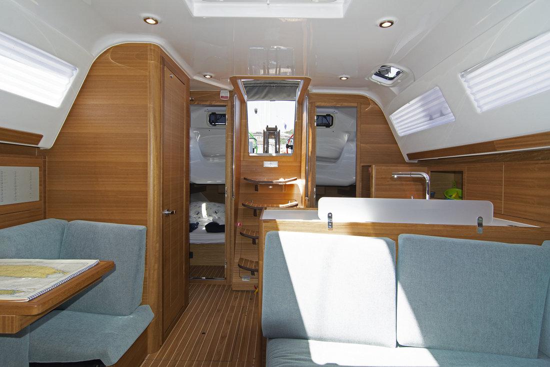 https://ws.nausys.com/CBMS-external/rest/yacht/11328394/pictures/p1.jpg