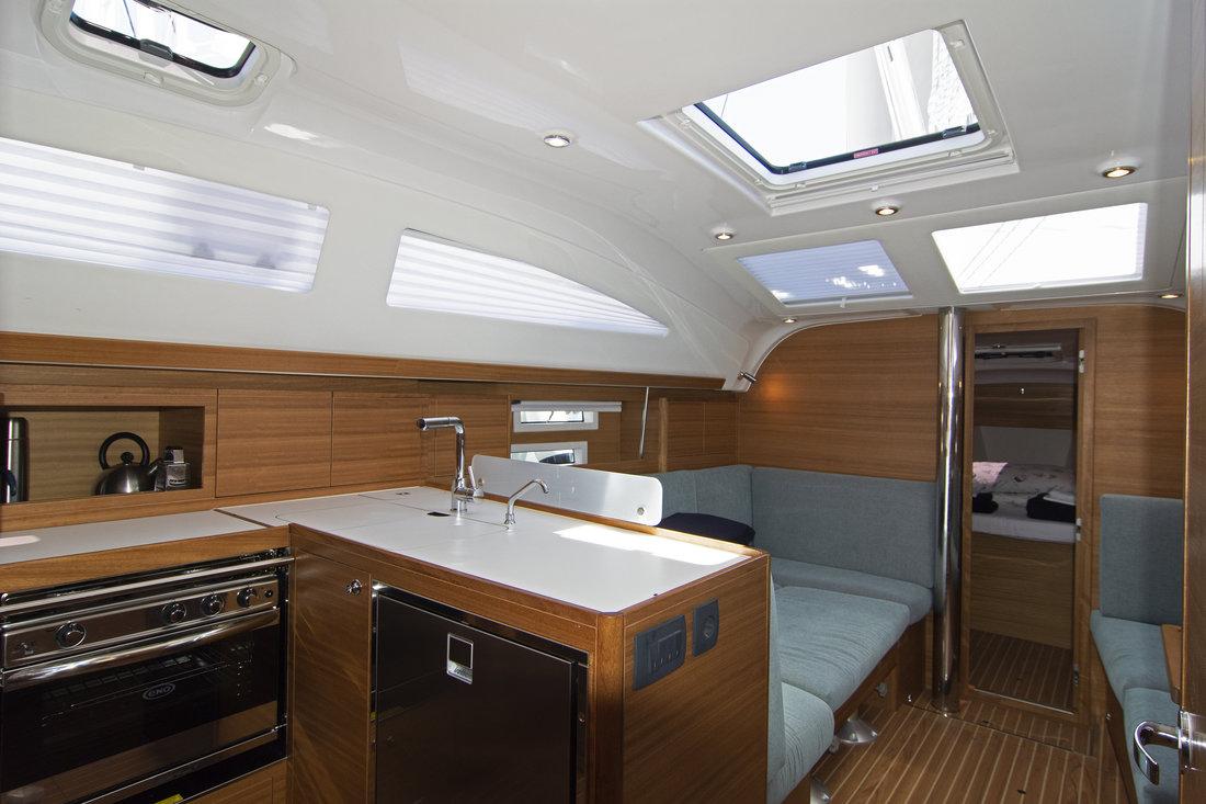 https://ws.nausys.com/CBMS-external/rest/yacht/11328394/pictures/p2.jpg