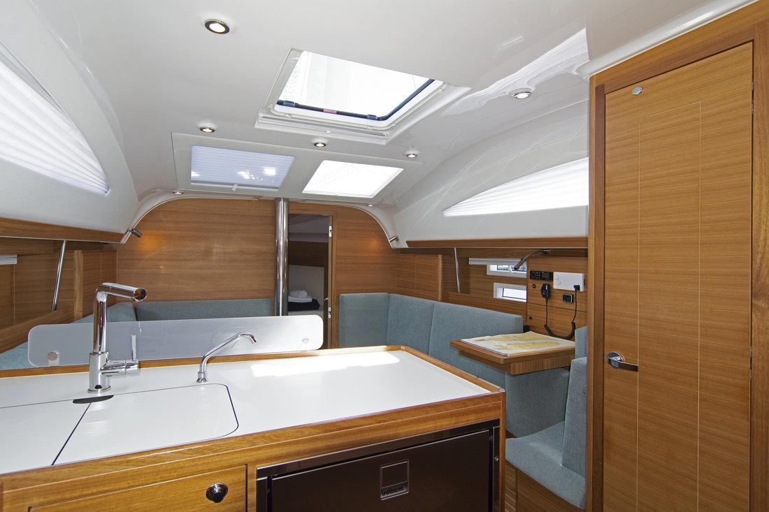 https://ws.nausys.com/CBMS-external/rest/yacht/11328394/pictures/p3.jpg