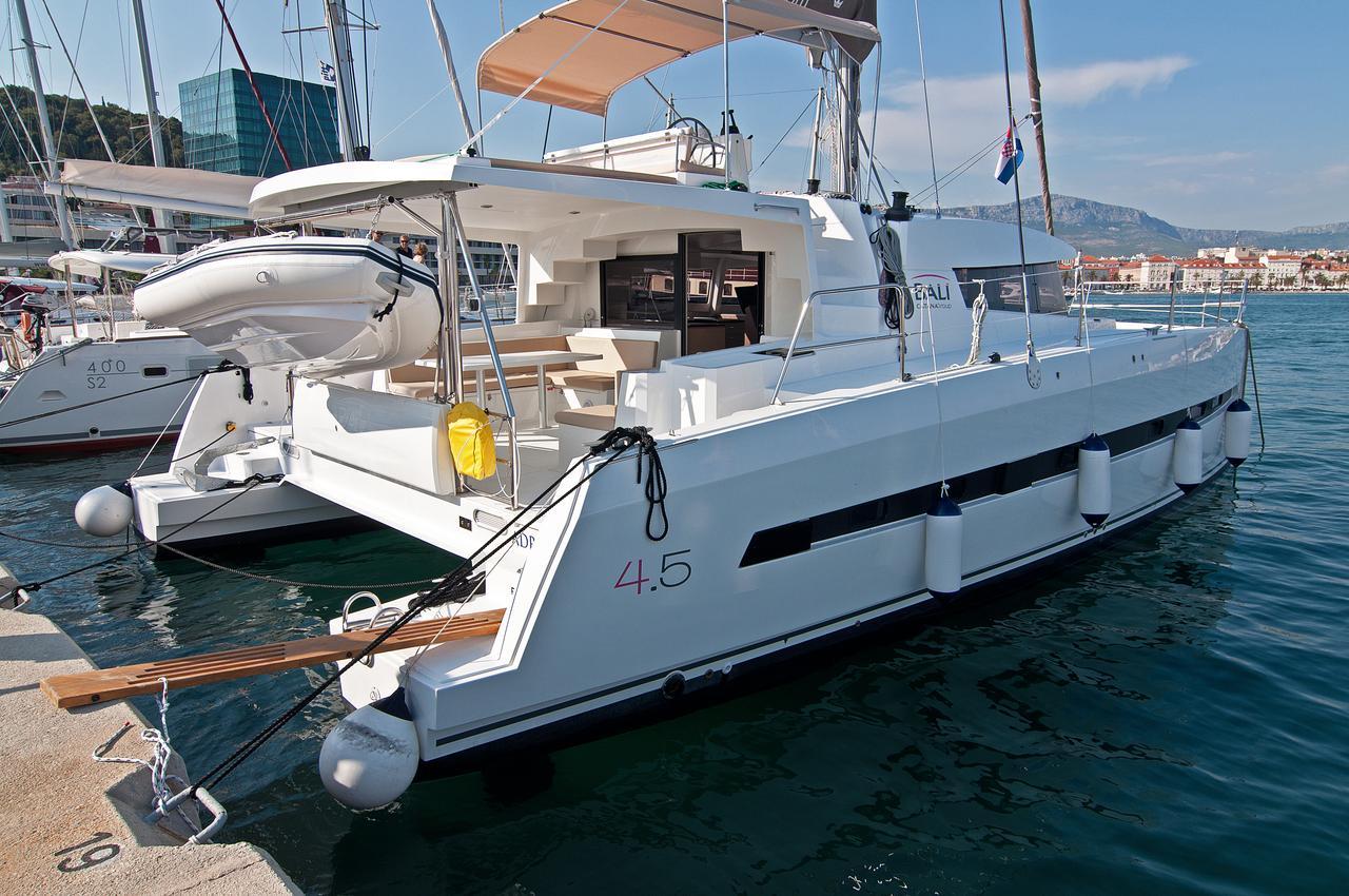 https://ws.nausys.com/CBMS-external/rest/yacht/1355599/pictures/n2.jpg