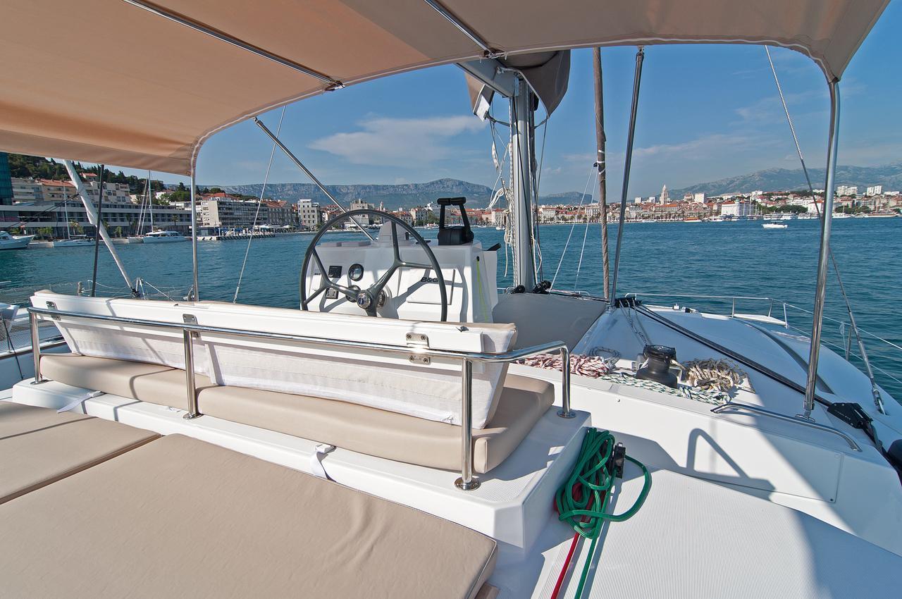 https://ws.nausys.com/CBMS-external/rest/yacht/1355599/pictures/n6.jpg
