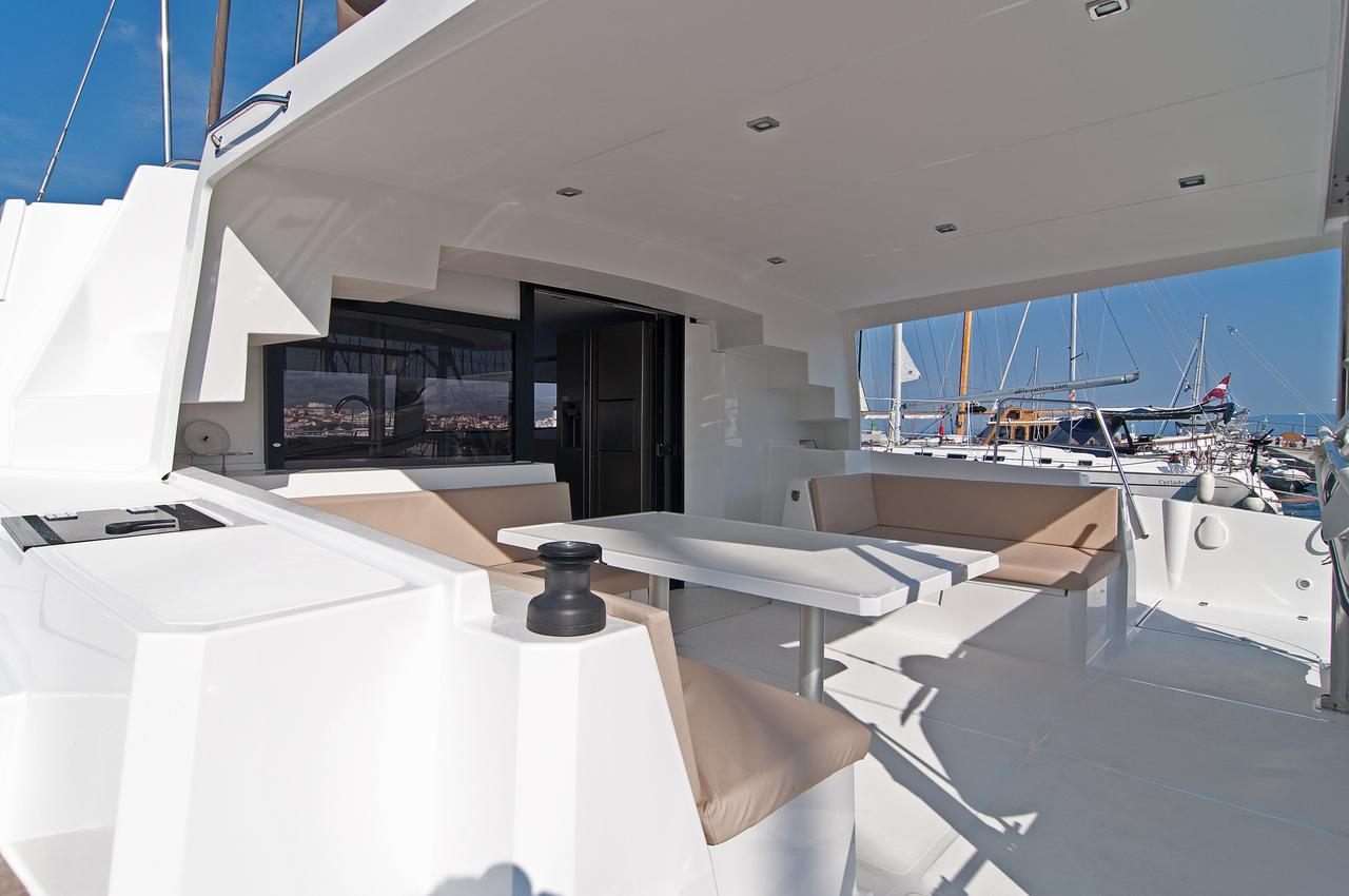 https://ws.nausys.com/CBMS-external/rest/yacht/1355599/pictures/n7.jpg