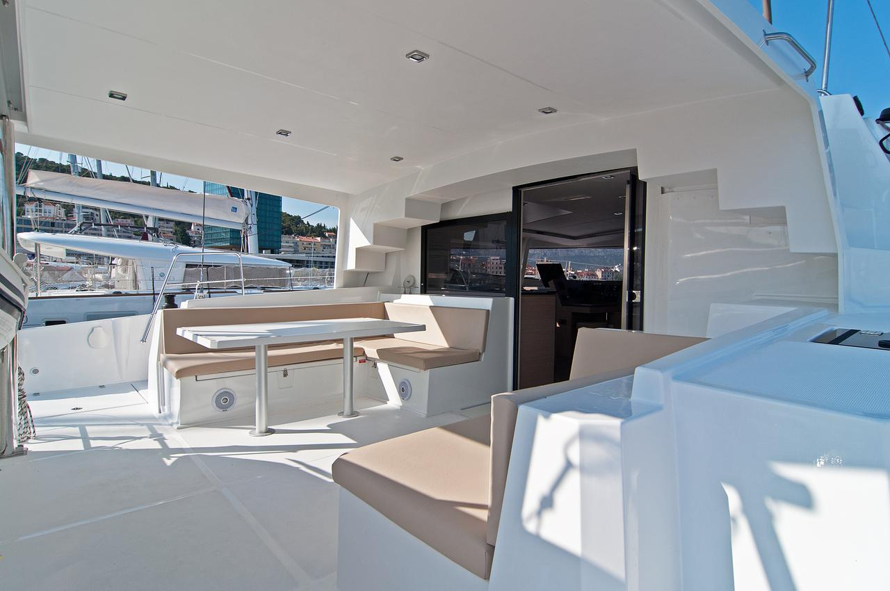 https://ws.nausys.com/CBMS-external/rest/yacht/1355599/pictures/n8.jpg