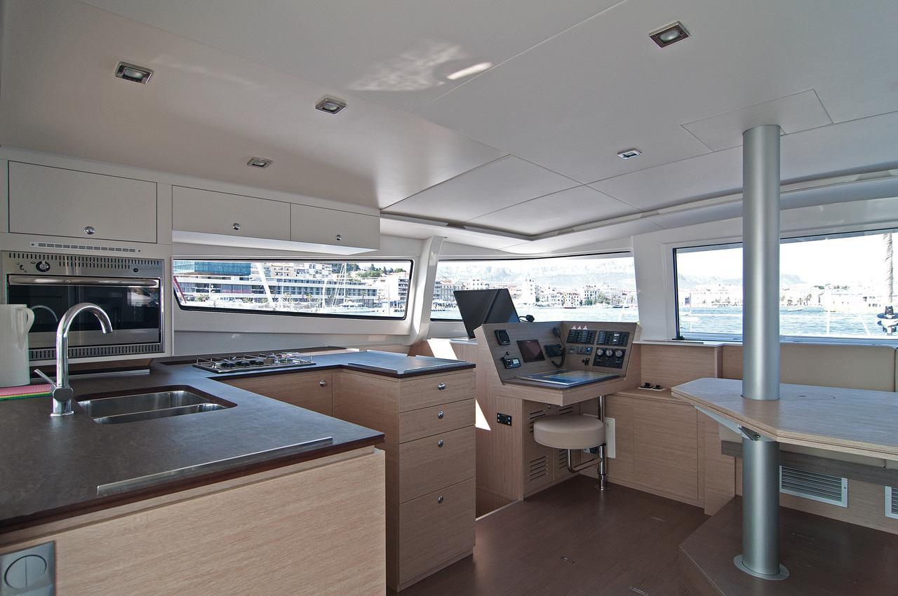 https://ws.nausys.com/CBMS-external/rest/yacht/1355599/pictures/p.jpg