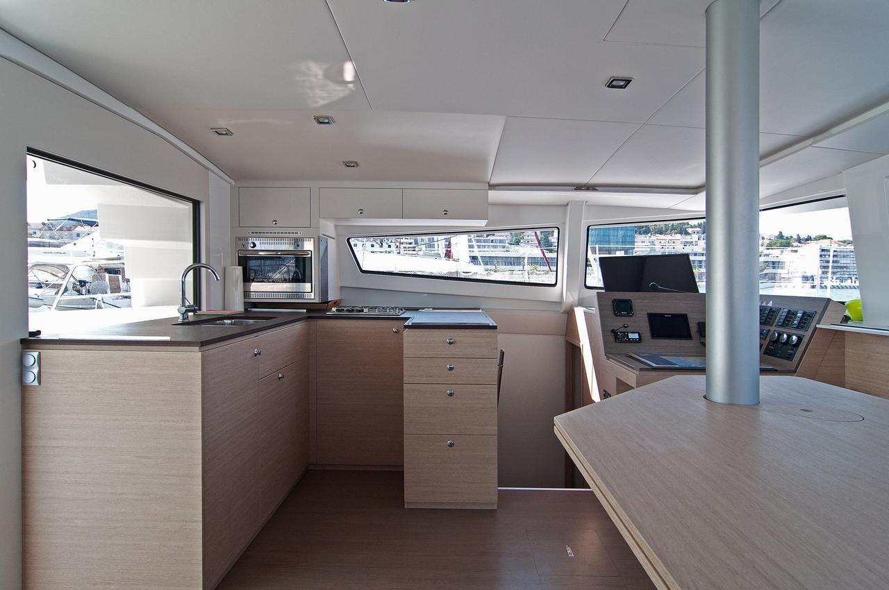 https://ws.nausys.com/CBMS-external/rest/yacht/1355599/pictures/p1.jpg