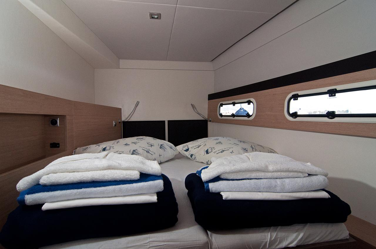 https://ws.nausys.com/CBMS-external/rest/yacht/1355599/pictures/s2.jpg