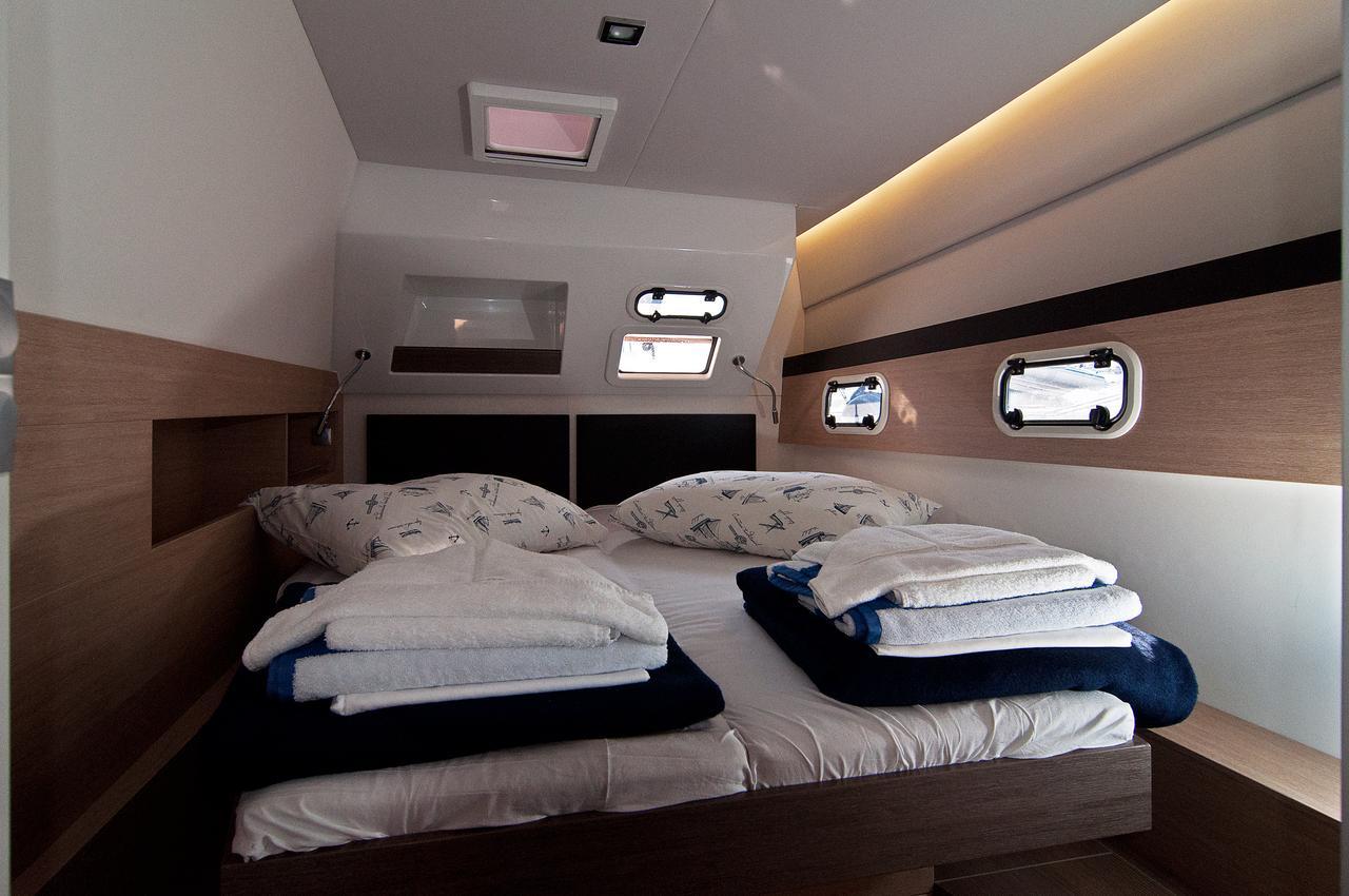 https://ws.nausys.com/CBMS-external/rest/yacht/1355599/pictures/s4.jpg