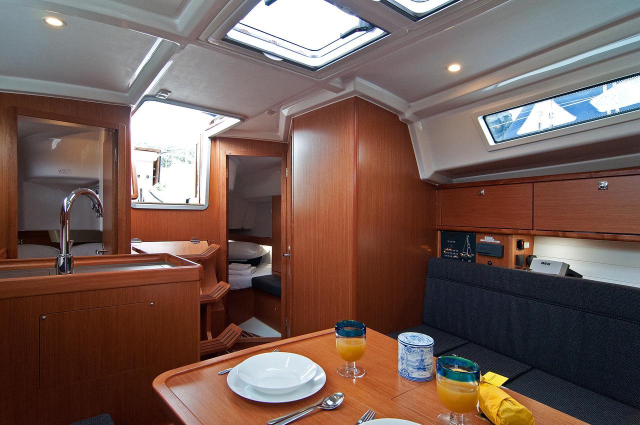 https://ws.nausys.com/CBMS-external/rest/yacht/1364147/pictures/p4.jpg