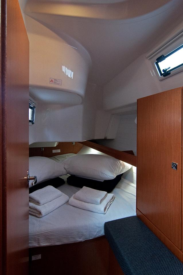 https://ws.nausys.com/CBMS-external/rest/yacht/1364147/pictures/s1.jpg