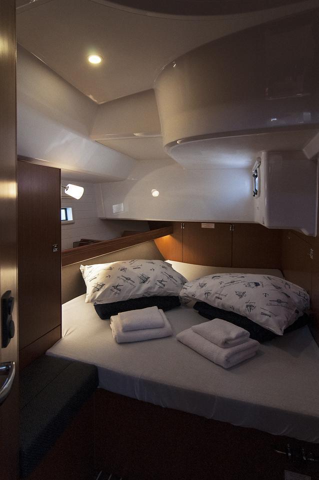 https://ws.nausys.com/CBMS-external/rest/yacht/1364185/pictures/s1.jpg