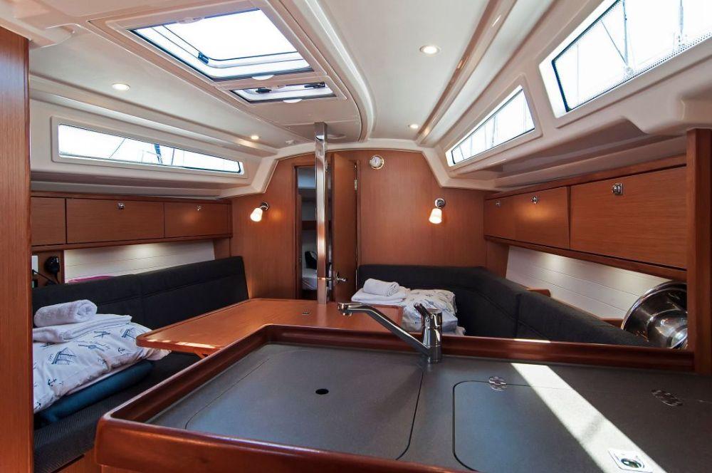 https://ws.nausys.com/CBMS-external/rest/yacht/4616933/pictures/p1.jpeg