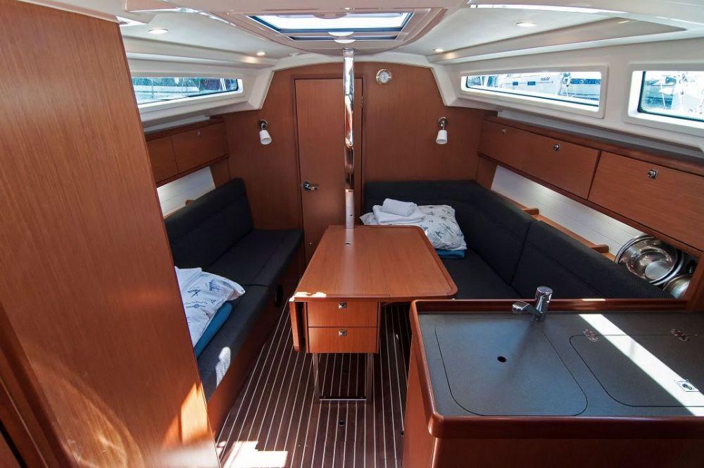 https://ws.nausys.com/CBMS-external/rest/yacht/4616933/pictures/p5.jpeg