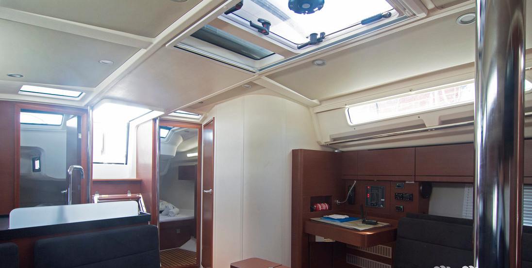 https://ws.nausys.com/CBMS-external/rest/yacht/8366838/pictures/p.jpg