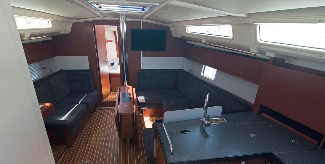 https://ws.nausys.com/CBMS-external/rest/yacht/8366838/pictures/p1.jpg