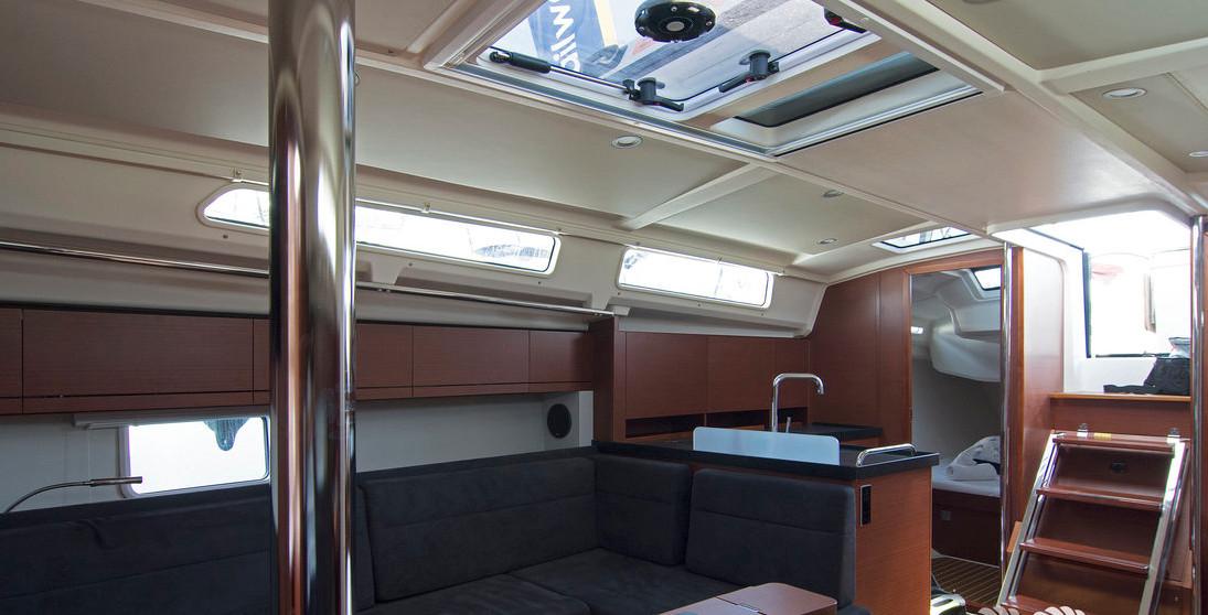 https://ws.nausys.com/CBMS-external/rest/yacht/8366838/pictures/p2.jpg