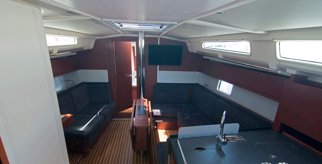 https://ws.nausys.com/CBMS-external/rest/yacht/8366838/pictures/p6.jpg