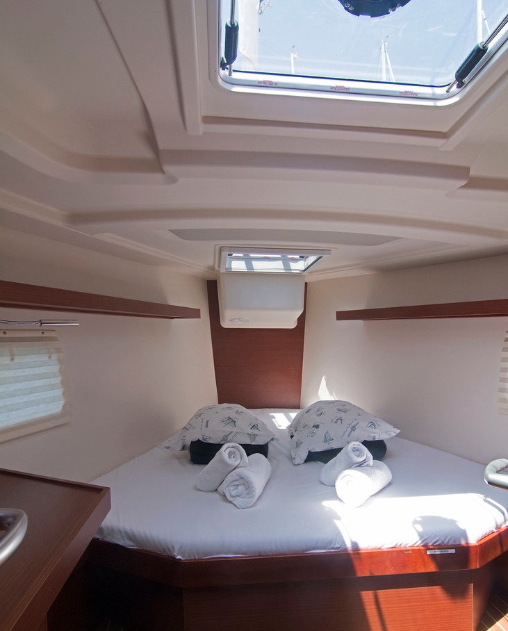 https://ws.nausys.com/CBMS-external/rest/yacht/8366838/pictures/r2.jpg