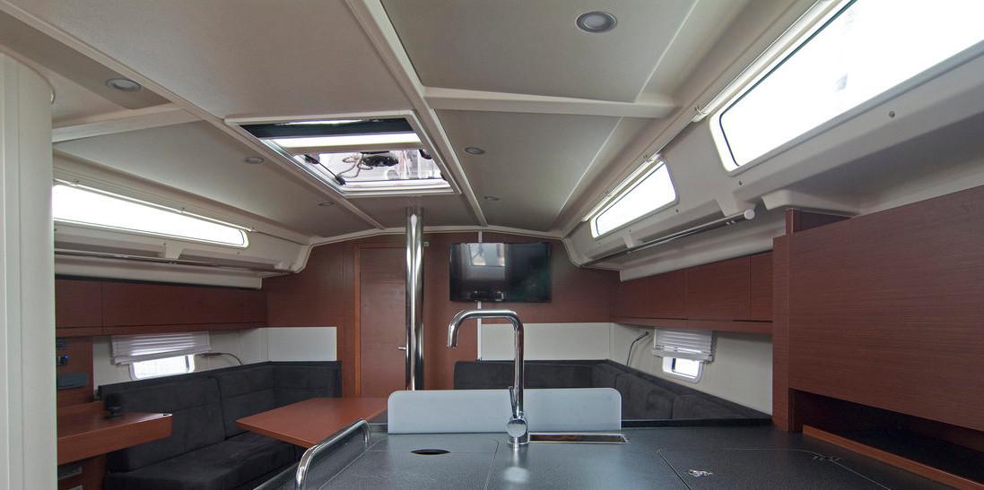 https://ws.nausys.com/CBMS-external/rest/yacht/8366865/pictures/p.jpg