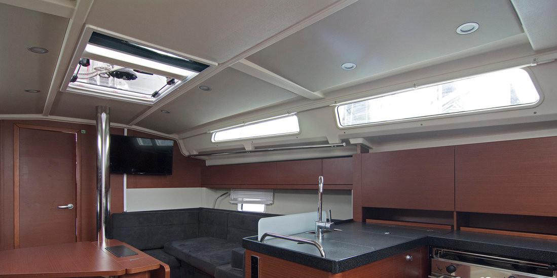 https://ws.nausys.com/CBMS-external/rest/yacht/8366865/pictures/p1.jpg