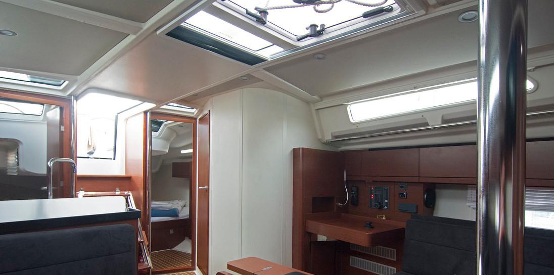 https://ws.nausys.com/CBMS-external/rest/yacht/8366865/pictures/p3.jpg