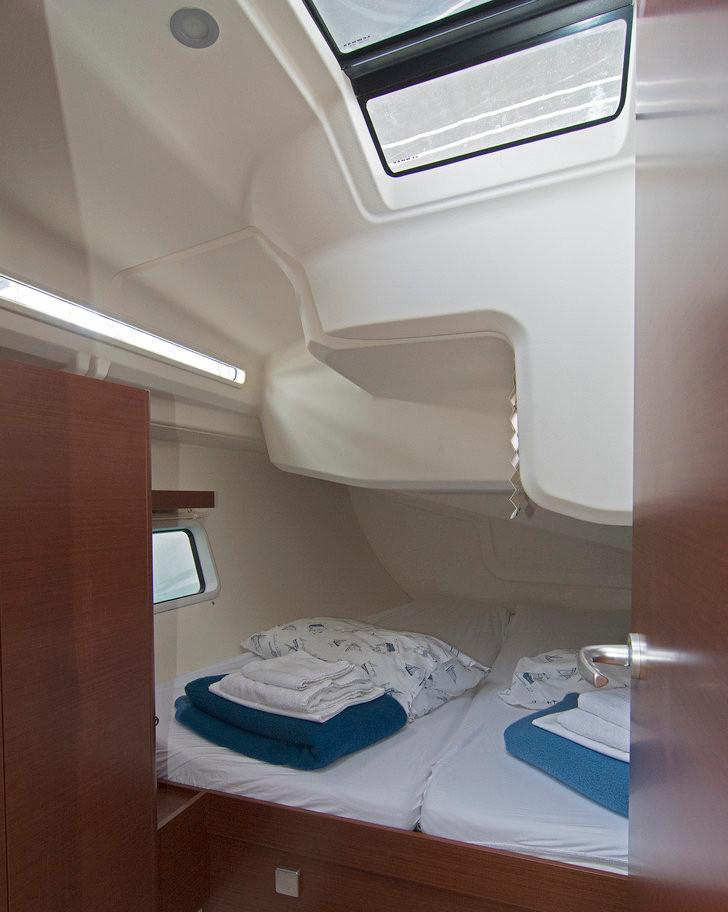 https://ws.nausys.com/CBMS-external/rest/yacht/8366865/pictures/r.jpg