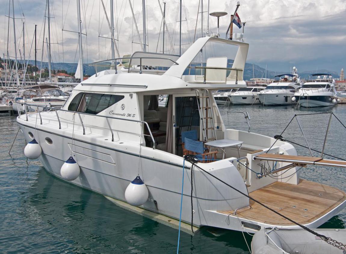 Yacht Mrs. M