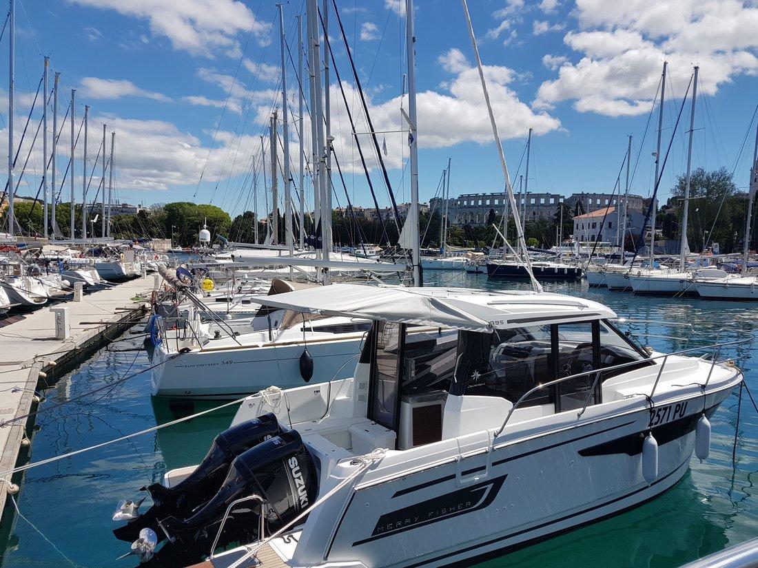 Riva - Merry Fisher 895 (2019) - Rent a motor boat in Pula, Croatia - C18584