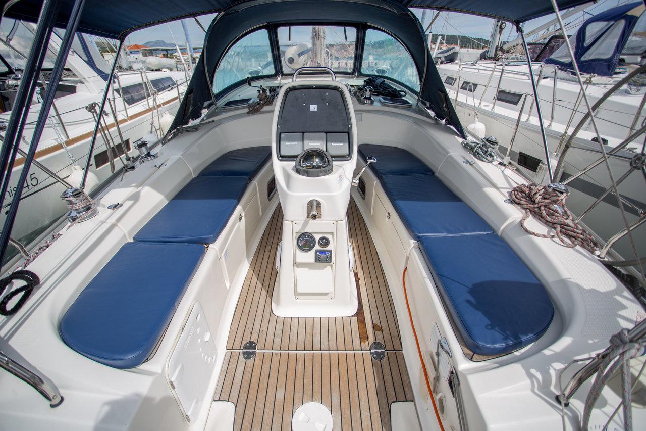 Bavaria 38 Cruiser, Ana