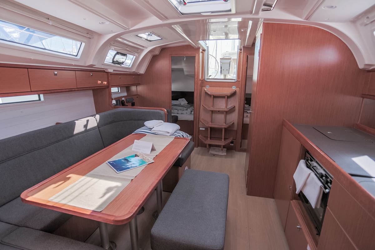 Bavaria Cruiser 41, Julie