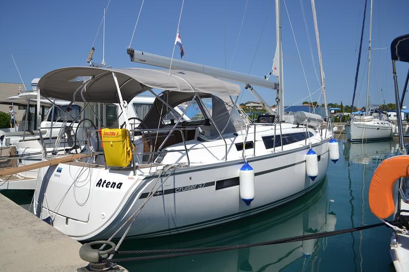 Bavaria Cruiser 37, Atena