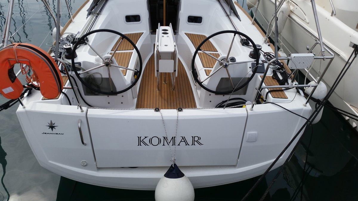 Sun Odyssey 349, Komar
